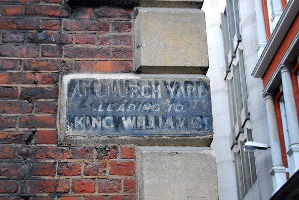 Abchurch Yard leading to King William St