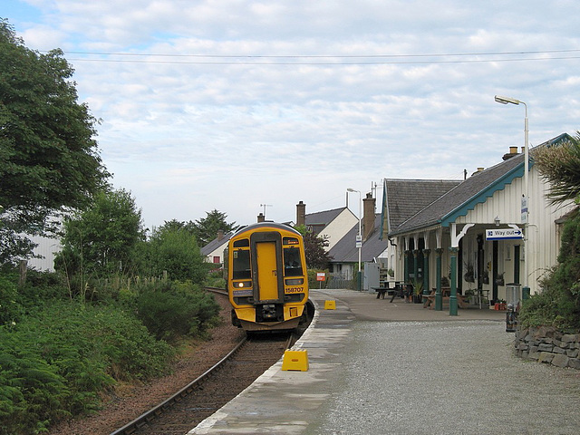 158707 arrives at Plockton station