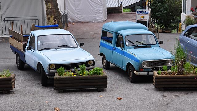 Holiday 2009 – Peugeot 504 truck and Renault 4 van