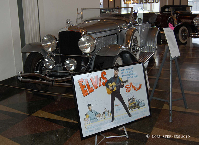 Elvis Tow Car