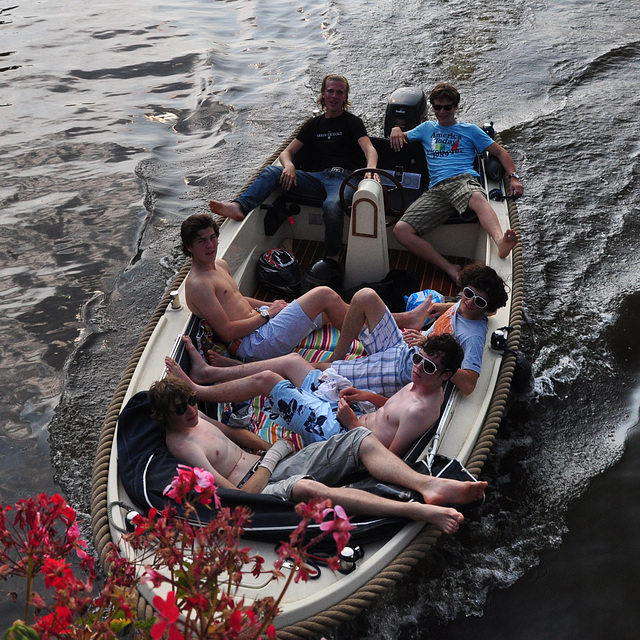 Peurbakkentocht: Six in a boat
