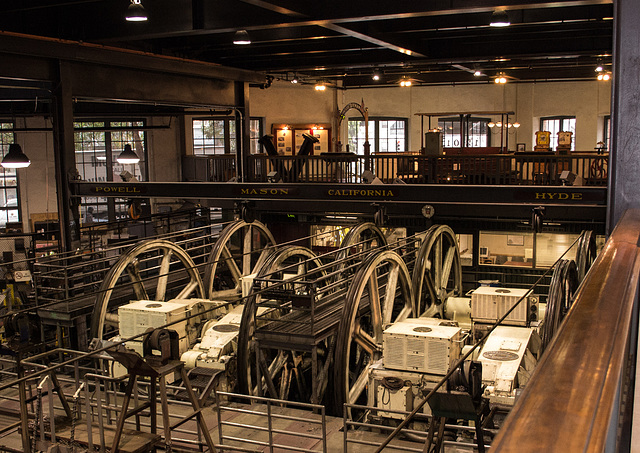 SF Nob Hill: Cable Car museum 0182
