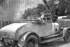 Can anyone identify the car 4557866521 o