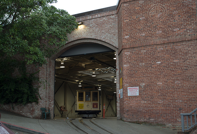 SF Nob Hill: Cable Car museum 0175