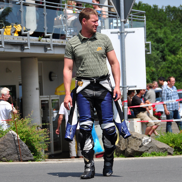 Nordschleife weekend – Motorcycle suits can get warm