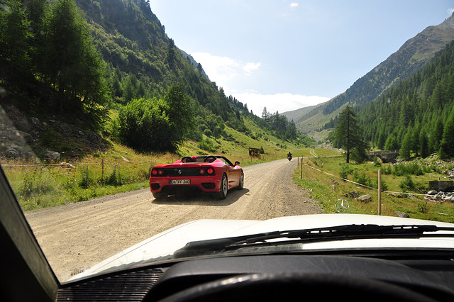 Holiday 2009 – Ferrari passing me on the Umbrail Pass
