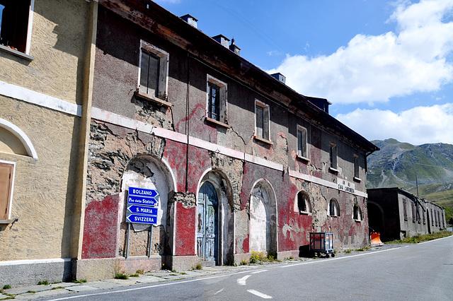Holiday 2009 – Italian customs office