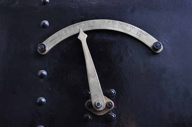 Holiday 2009 – Water Gauge of a steam engine