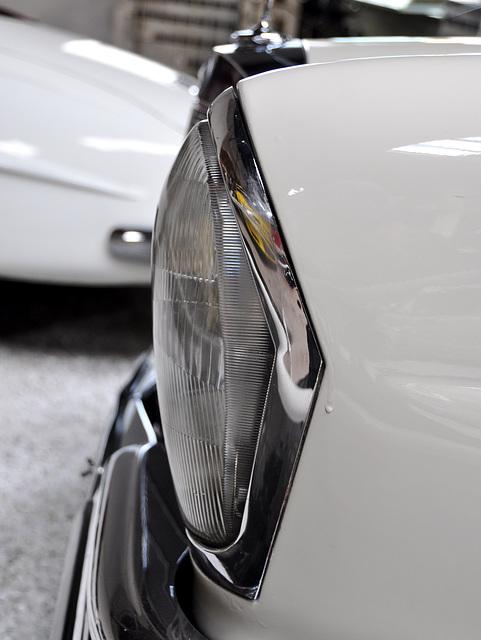 Holiday 2009 – 1964 Mercedes-Benz 220 headlight