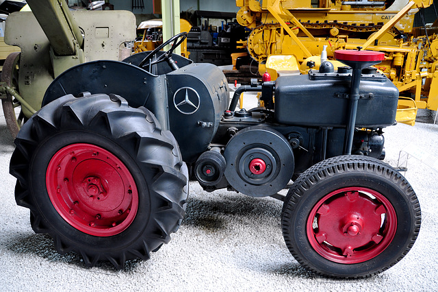 Holiday 2009 – Mercedes-Benz tractor