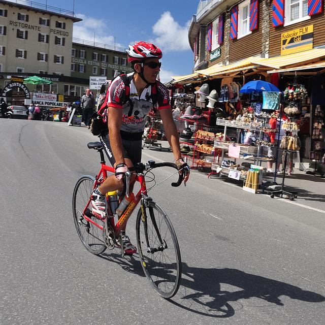 Holiday 2009 – Cyclist on the Stelvio Pass
