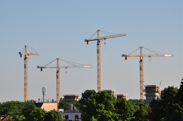 Cranes of the new building of the Regional Education Centre