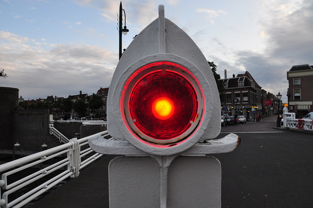 Red light on the harbour bridge in Leiden