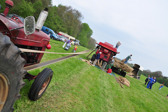 Oldtimershow Hoornsterzwaag – McCormick Tractor driving farming machine