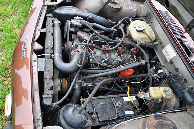Oldtimershow Hoornsterzwaag – Peugeot 504 diesel engine