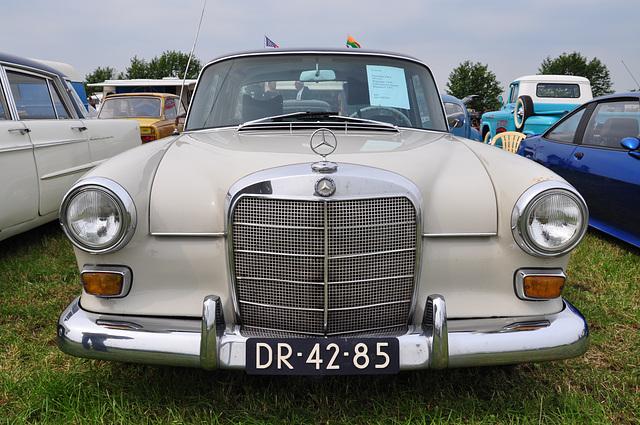 Oldtimershow Hoornsterzwaag – 1966 Mercedes-Benz 230
