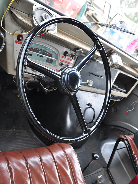 Oldtimershow Hoornsterzwaag – 1968 Citroën HY