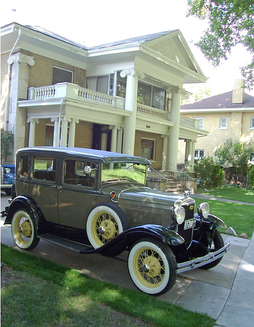 1920s car, Colonial revival house