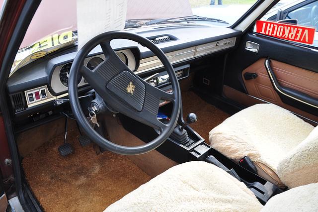 Oldtimershow Hoornsterzwaag – Peugeot 504 diesel interior