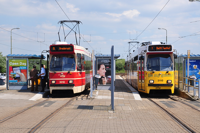 Trams 3010 and 3110 of The Hague