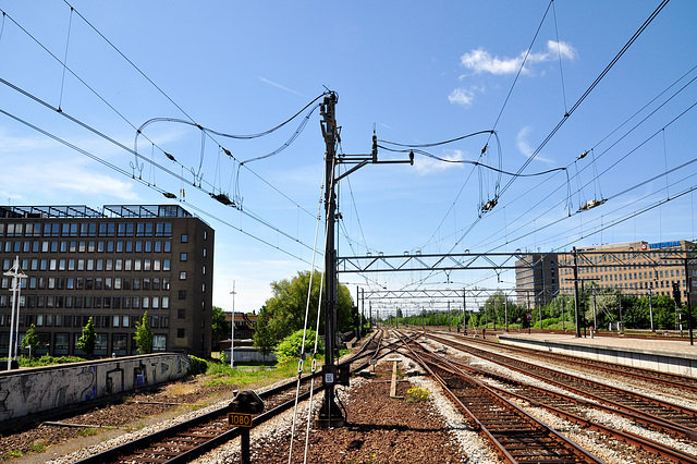 Power supply to the overhead wires