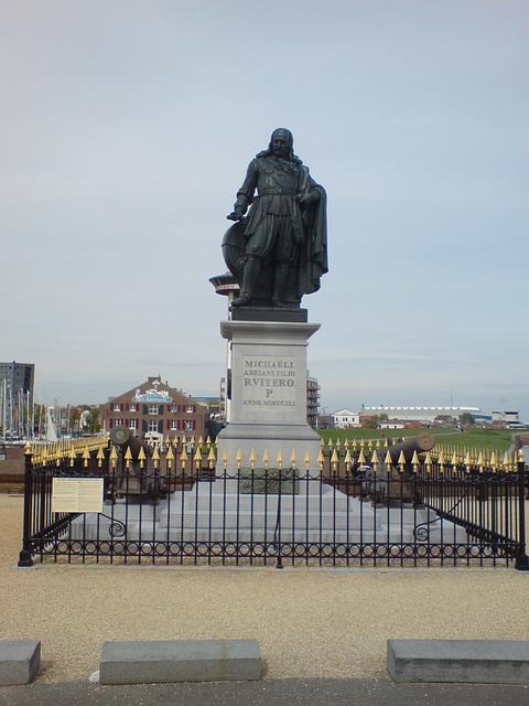 Michaeli Adriani Filior R Vitero P statue