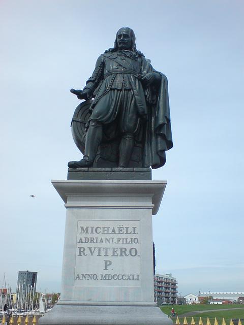 Michaeli Adriani Filior R Vitero P statue 2