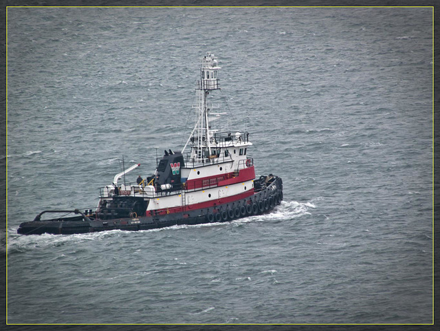 GGB: Tugboat in the Bay