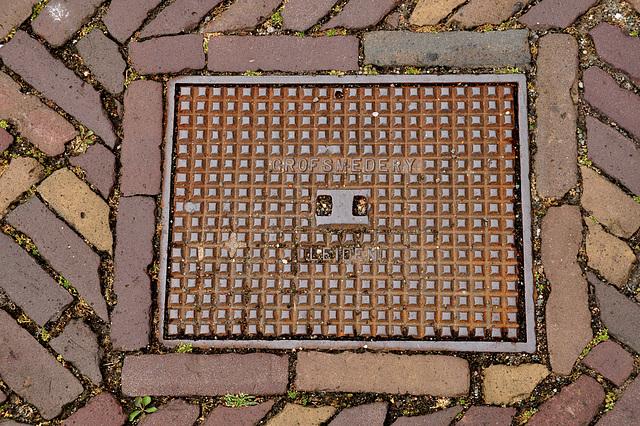 Manhole cover of the Grofsmederij