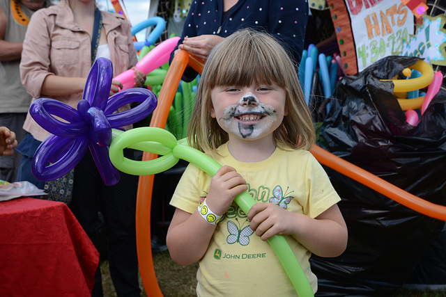 Ballons and face painting -- what could be better?