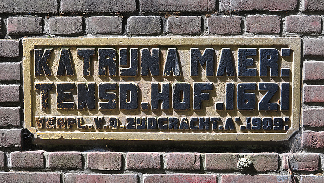 New stone of the Kathrijna Maertensdochters Hof (Catherine Martinsdaughter Almshouse)