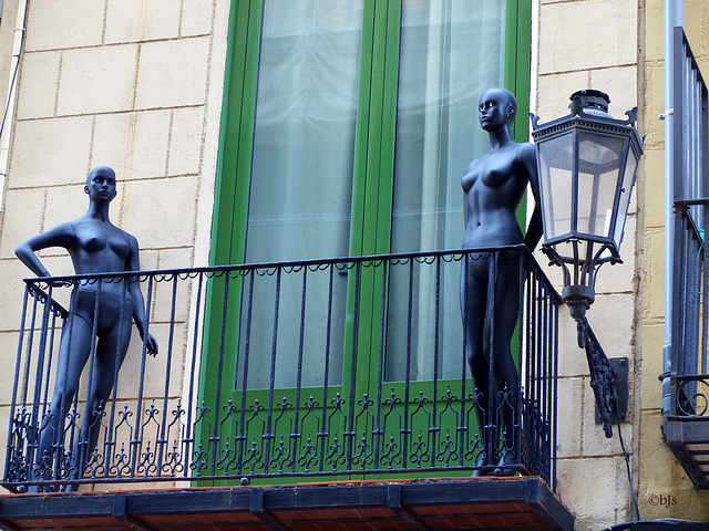 Il y a du monde au balcon...