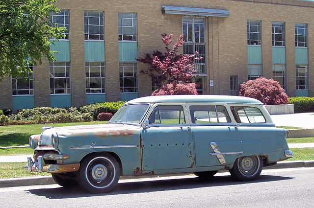 Ford station wagon from the 50s