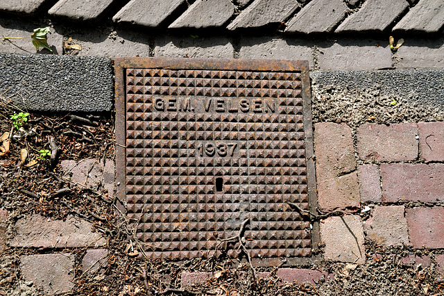 1937 drain cover of the town of Velsen