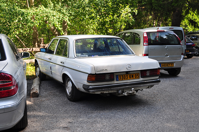 Holiday 2009 – French Mercedes-Benz 240 D