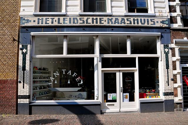 Old shop front Het Leidsche Kaashuis
