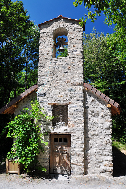 Holiday 2009 – Little chapel near Chorges on the official route to Santiago de Compostela