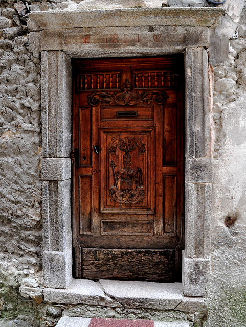 Holiday 2009 – Old door in Isola, France