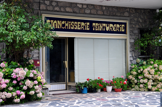 Holiday 2009 – Shop front in Isola, France