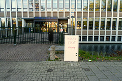 Temporary entrance to the Pieter de la Court building closed