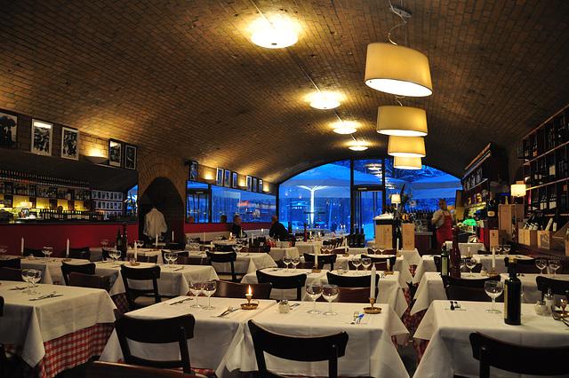 Italian restaurant under the S-bahn