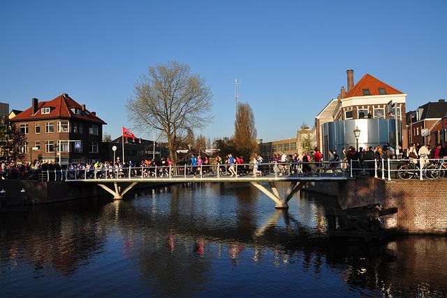 Singelloop 2010 – Start of the race, crossing the moat