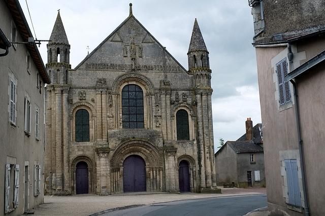 Façade de l'abbatiale de St-Jouin-de-Marnes - Deux-Sèvres
