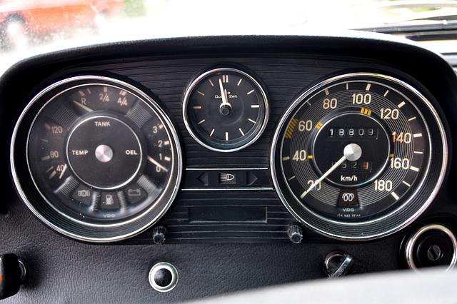 Instrument panel of a Mercedes-Benz 240D 3.0