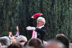 Leidens Ontzet 2011 – Choir master Wim de Ru directing