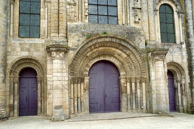 Portail de l'abbatiale de St-Jouin-de-Marnes - Deux-Sèvres