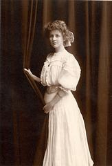 Anna Olsen Grossenbach, 1910