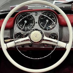 Interclassics & Topmobiel 2011 – Mercedes-Benz 190 SL steering wheel