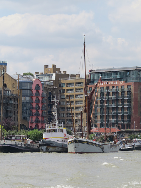 butlers wharf, barges, thames, london (1)