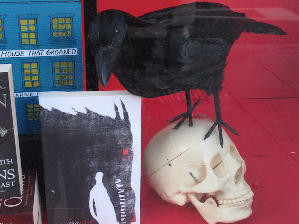 A crow, a skull and the house that groaned
